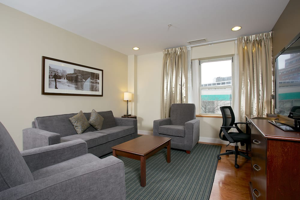 Superior King Suite, No Cash Accepted - Living Area