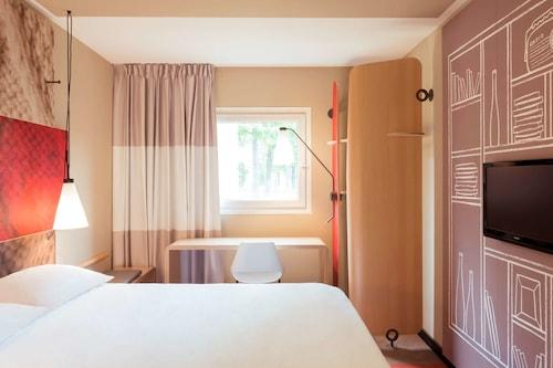贡皮埃涅宜必思酒店/