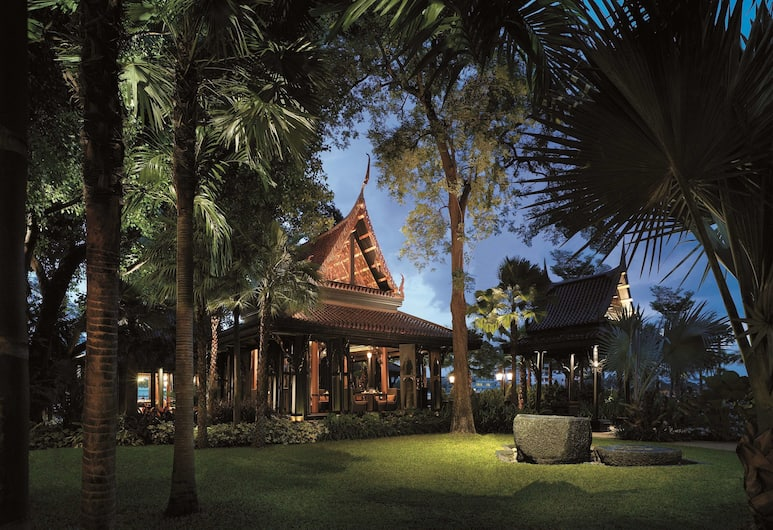 Shangri-la Bangkok, Bangkok, Restaurant