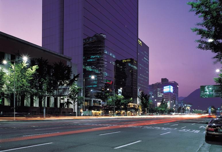 Koreana Hotel, Seoul, Hotellfasad - kväll
