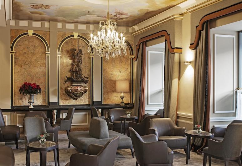 Eden Hotel Wolff, München, Sitzecke in der Lobby