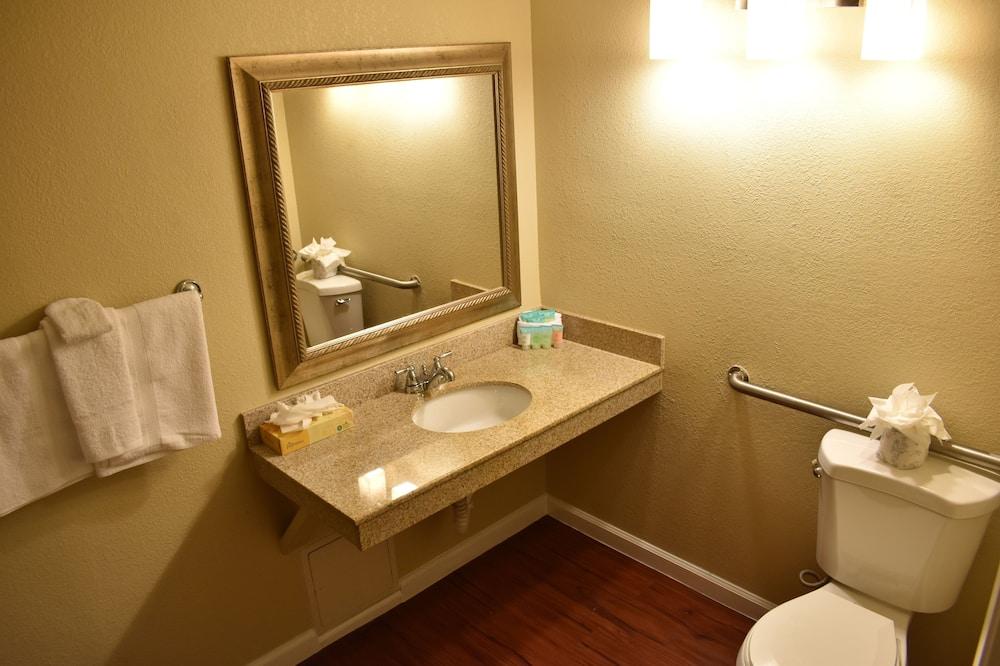 Standard Room, 1 King Bed (King) - Bathroom