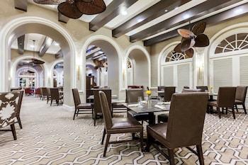 Фото The Mills House Wyndham Grand Hotel у місті Чарлзтон