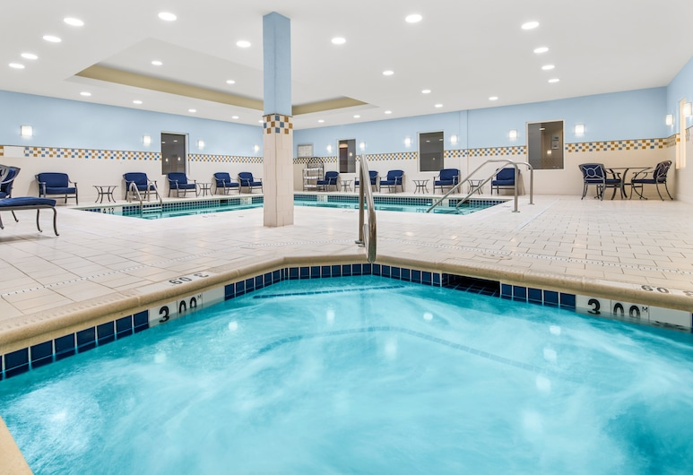 Holiday Inn Express Hotel & Suites Wilmington-Newark, Newark, Pool