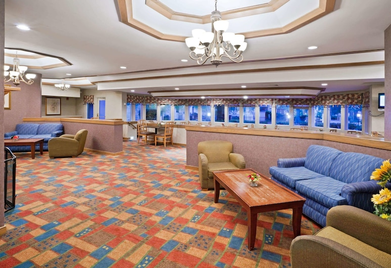 La Quinta Inn & Suites by Wyndham Overland Park, אוברלנד פארק, לובי