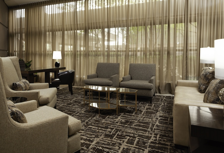 DoubleTree by Hilton Kansas City - Overland Park, Overland Park, Zona con asientos del vestíbulo