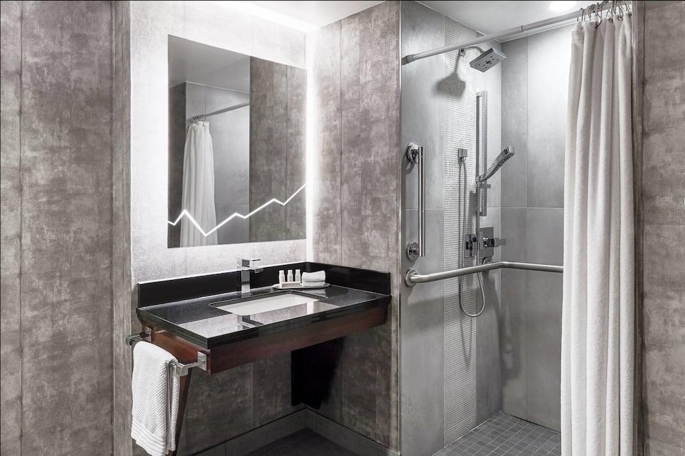 Клубный номер, 1 двуспальная кровать «Кинг-сайз», для некурящих, вид на горы - Ванная комната