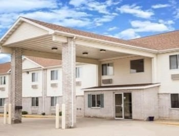 Picture of Days Inn Evansdale Waterloo in Evansdale