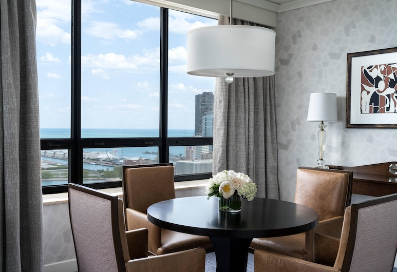 The Ritz-Carlton, Chicago, Chicago, Club Suite, 1 Bedroom, Non Smoking, Lakeside (Lounge Access), Guest Room View