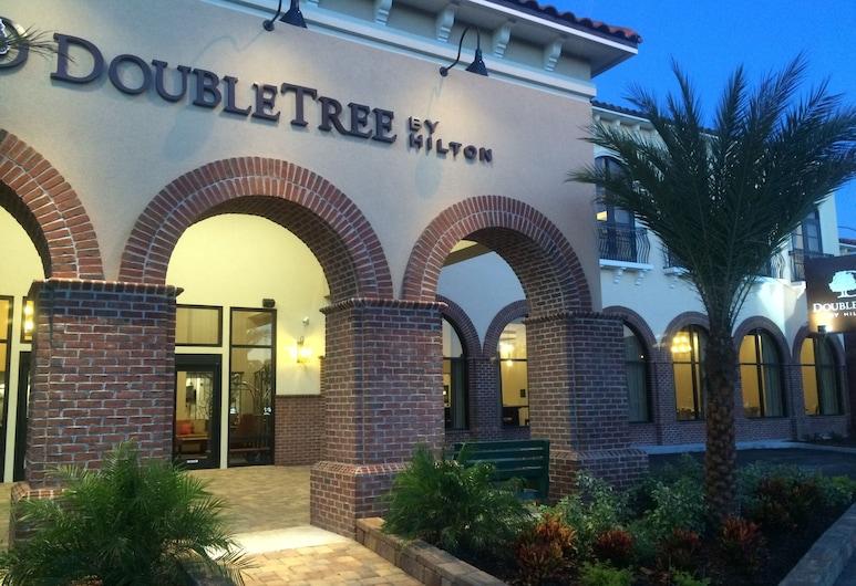 DoubleTree by Hilton Hotel St. Augustine Historic District, St. Augustine, Průčelí hotelu ve dne/v noci