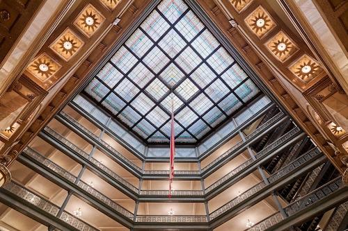 布朗皇宮溫泉酒店