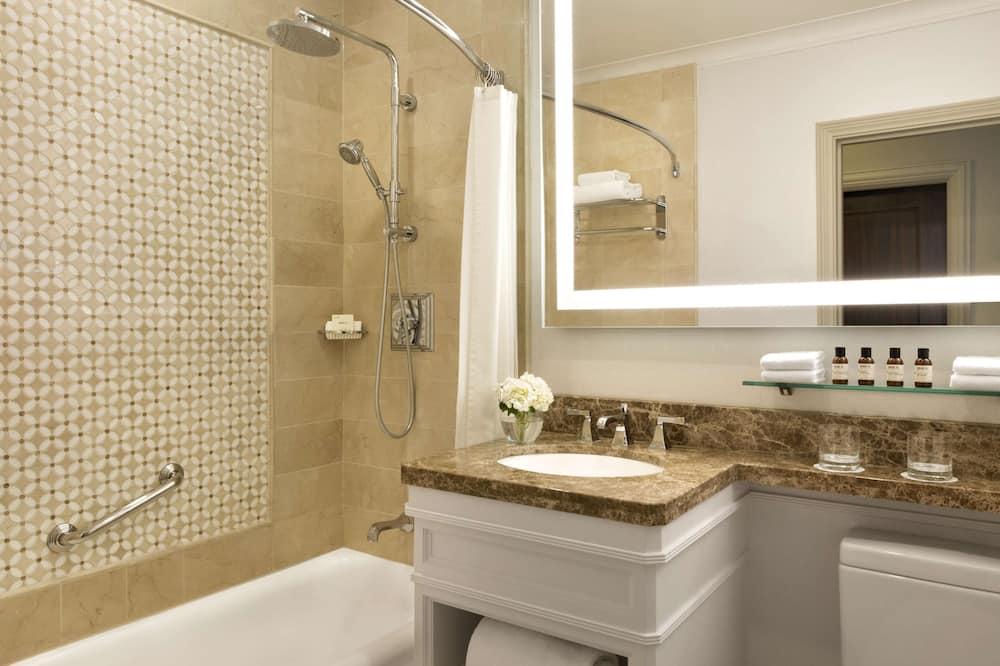 Fairmont Room, 1 Queen Bed - Bathroom