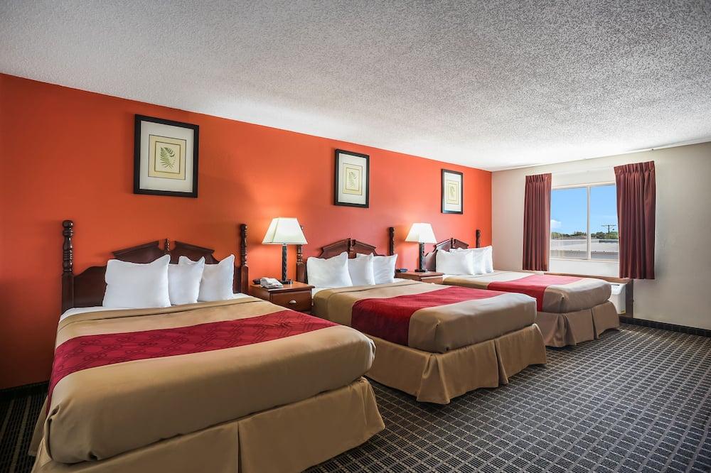 غرفة عادية - سريران كبيران - لغير المدخنين - غرفة نزلاء