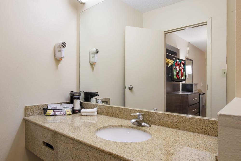 Habitación superior, 1 cama de matrimonio grande, no fumadores - Cuarto de baño