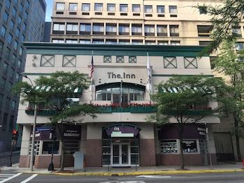 Choose This Mid-Range Hotel in Boston