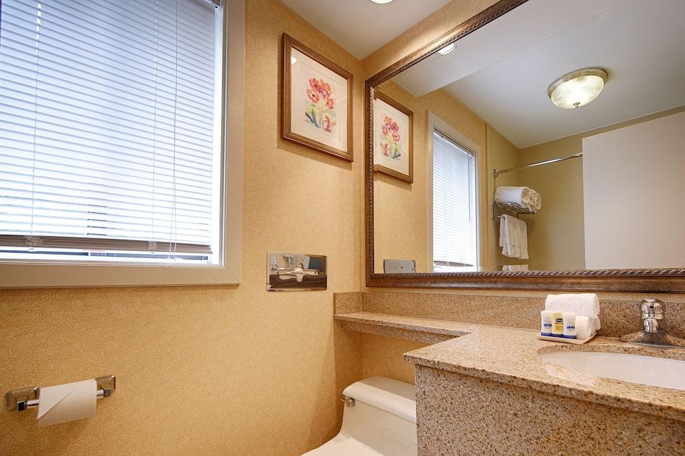 Standard Room, 2 Double Beds, Refrigerator & Microwave - Bathroom