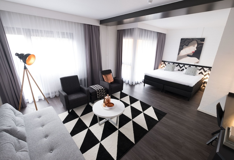 Apollo Hotel Lelystad City Centre, Lelystad, Suite, 2 Single Beds, Living Room