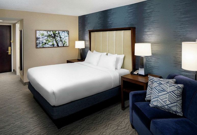 DoubleTree by Hilton Ann Arbor North, Ann Arbor, Room, 1 King Bed, Guest Room
