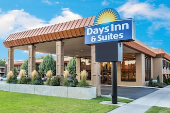 Nuotrauka: Days Inn & Suites by Wyndham Logan, Logan