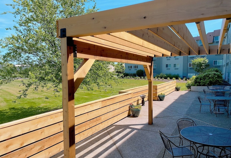Country Inn & Suites by Radisson, Portland Delta Park, OR, Portland, Terasa/trijem