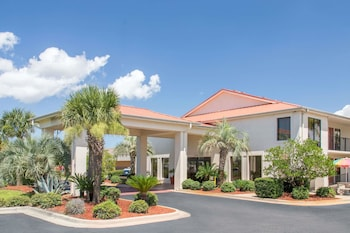 Picture of Days Inn & Suites Navarre Conference Center in Navarre
