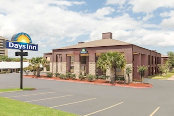 Picture of Days Inn by Wyndham College Station University Drive in College Station