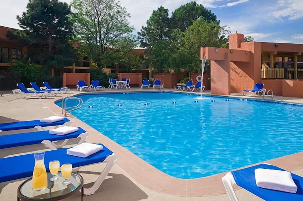 Soba, 1 king size krevet, pogled na bazen - Vanjski bazen