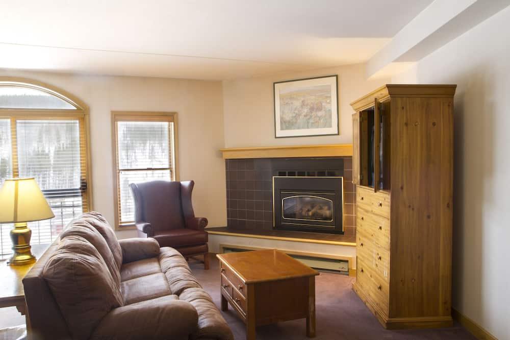 Deluxe Studio, Fireplace - Living Room