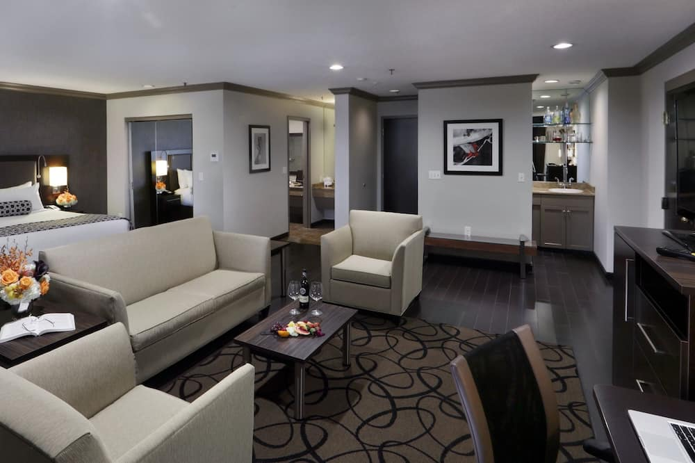 Executive Suite, 1 King Bed, Non Smoking - Guest Room