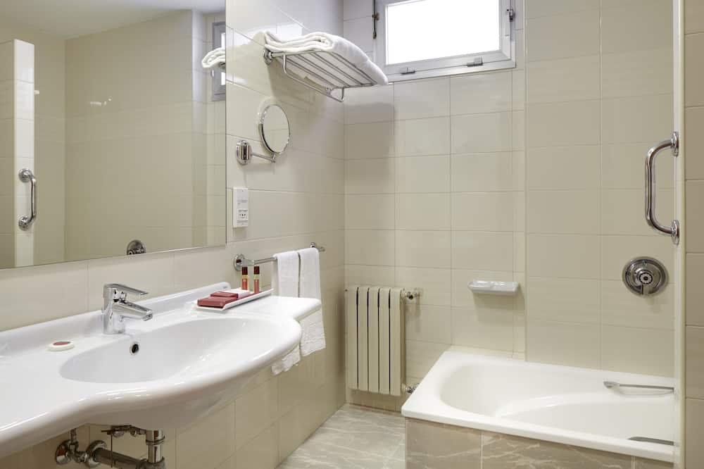 雙床房 (Interior next to the lift (Single use) - 浴室