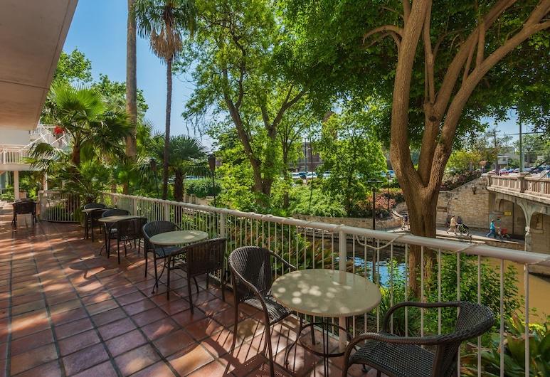 El Tropicano Riverwalk Hotel, San Antonio, Restaurante al aire libre