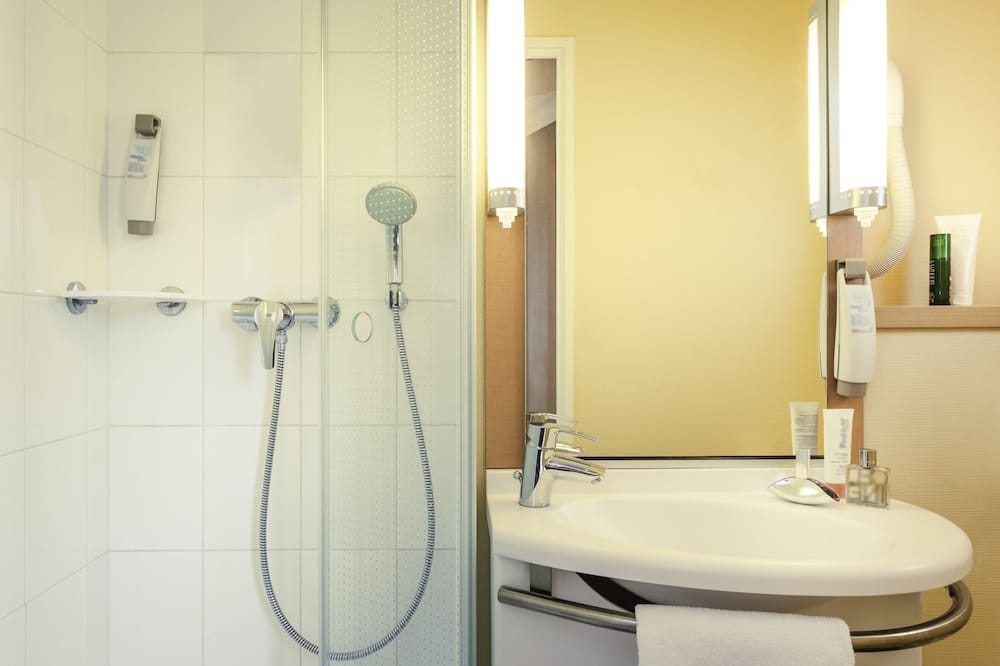 2 Adjacent Rooms Offer - Bathroom