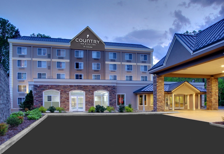 Country Inn & Suites by Radisson, Asheville Downtown Tunnel Road, NC, Asheville, Hotel Front