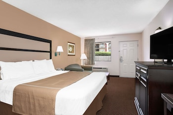 Picture of Days Inn by Wyndham Macon I-475 in Macon