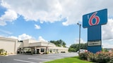 Reserve this hotel in Conyers, Georgia