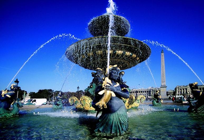 Amarante Champs-Elysées, Paris, City view from property