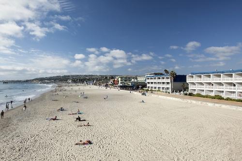 藍海海灘飯店/