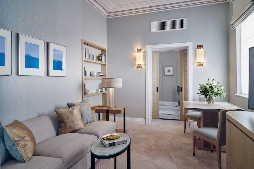 Deluxe Junior Suite - Living Area