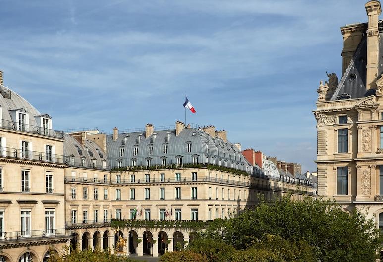 Hotel Regina Louvre, Paříž, Průčelí hotelu