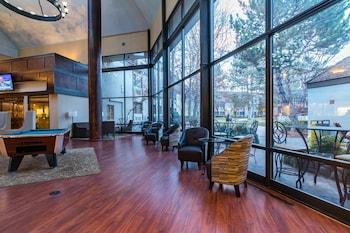 Reno bölgesindeki SureStay Plus Reno Airport Plaza Hotel  resmi