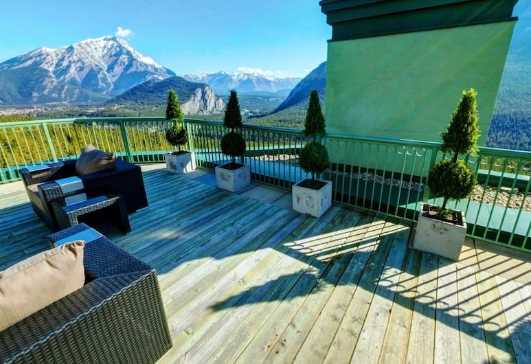 The Rimrock Resort Hotel, Banff, Zīmola luksusa numurs, 1 divguļamā karaļa gulta un dīvāngulta, skats uz ieleju (Infinity), Viesu numurs