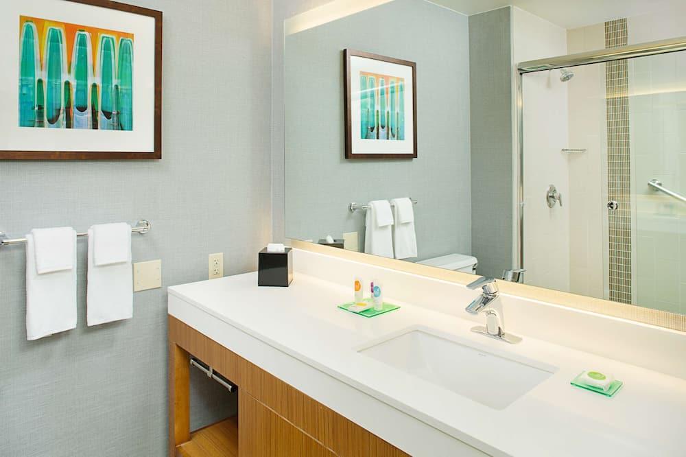 ルーム キングベッド 1 台ソファーベッド付き バリアフリー - バスルーム