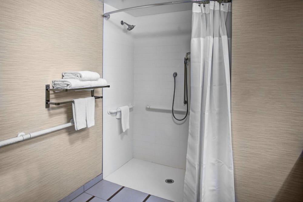 Luksusa numurs, nesmēķētājiem (2 Queen Beds, 1 Sofa Bed) - Ratiņkrēsliem piemērota vannasistaba