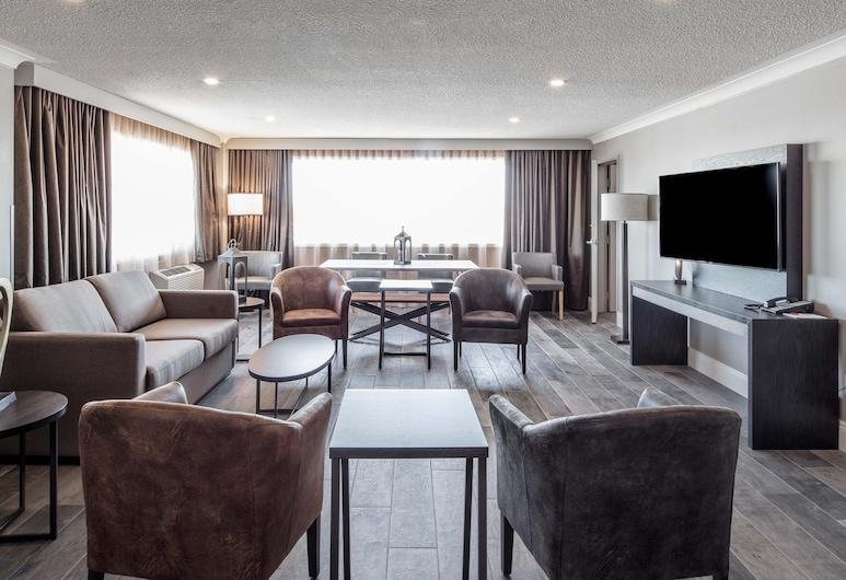 Crowne Plaza Moncton-Downtown, Moncton, One King Bed Executive Suite Nonsmoking, Guest Room