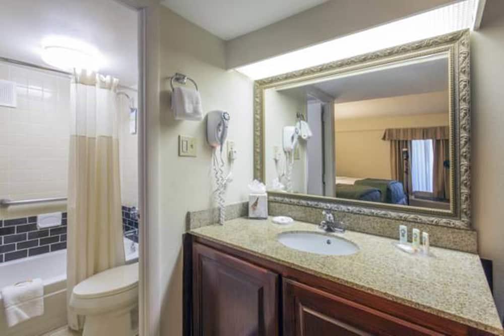 Room, 2 Double Beds, Accessible, Non Smoking - Bathroom