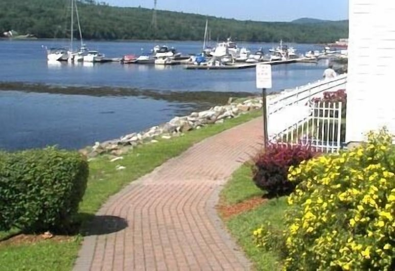 Fort Knox Park Inn, Bucksport, Property Grounds