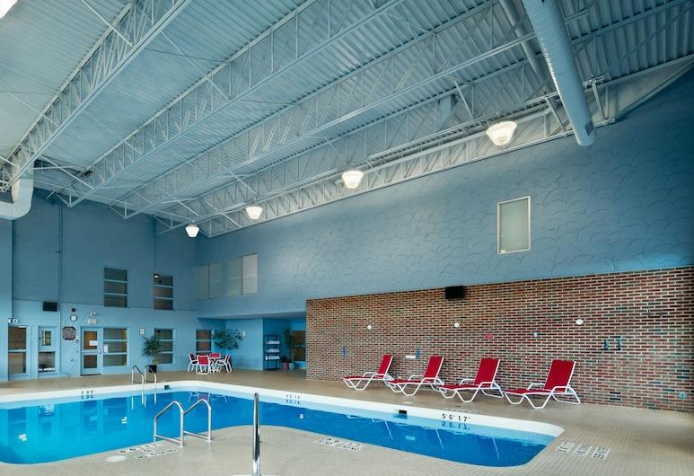Ramada by Wyndham Trenton, Quinte West, Indoor Pool