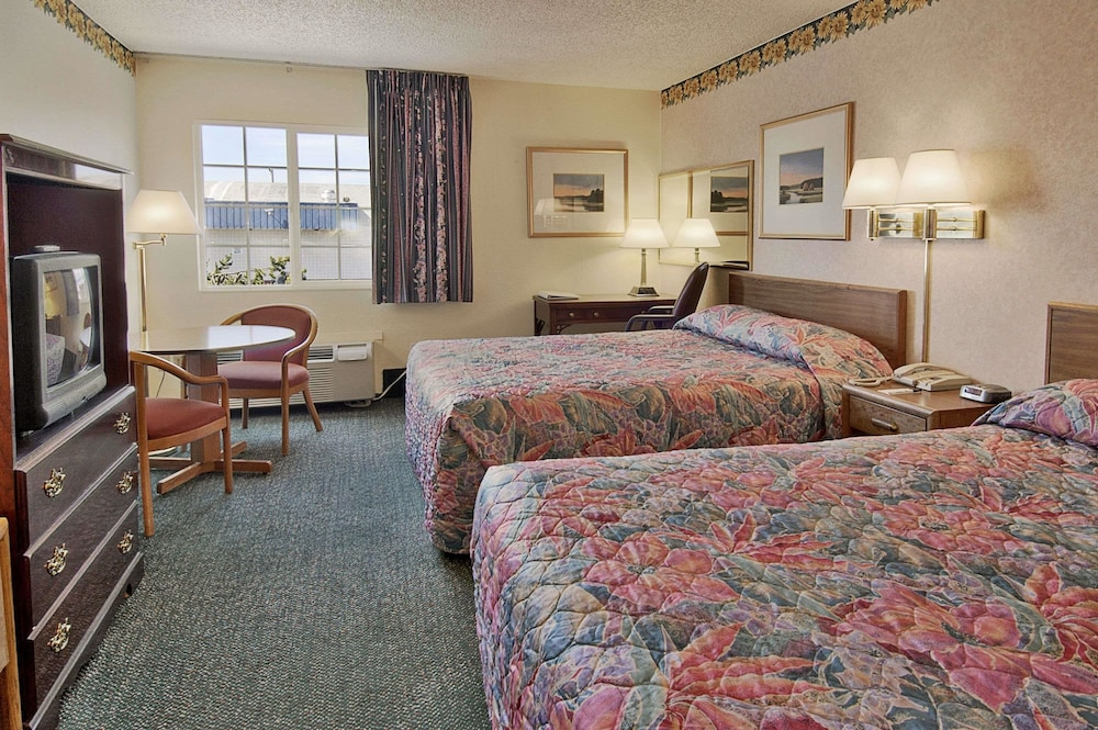 Days Inn By Wyndham Mt. Vernon, Mount Vernon, Standard Room, 2 Queen