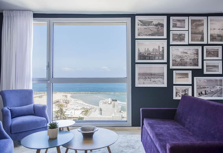 Tal by the Beach - an Atlas Boutique Hotel, Tel Aviv, Classic Suite, 1 Queen Bed, Hot Tub, Sea View, Living Area