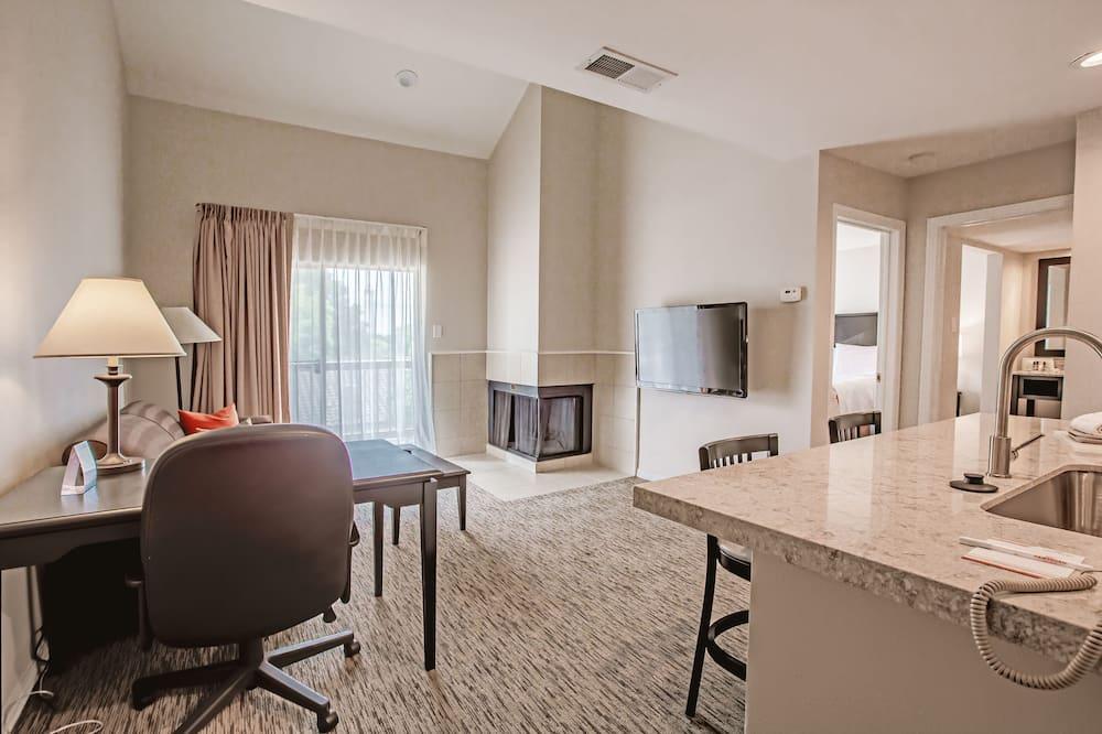 Suite, 1 Tempat Tidur King, akses difabel, non-smoking (Mobility/Hearing, tub w/grab bars) - Area Keluarga